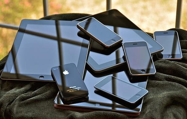 iPads: iPad, iPad 2, iPad (3rd gen) and smaller: iPhone (orig), iPhone 3G, iPhone 3GS, iPhone 4S, iPod touch (2nd gen)